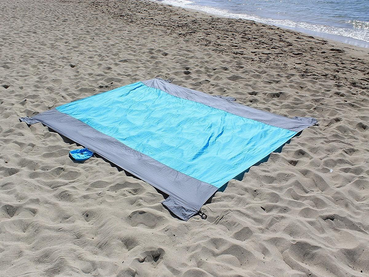 Sand proof blanket